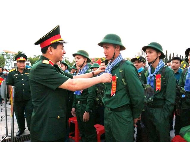 Tổng Tham mưu trưởng động viên tân binh lên đường nhập ngũ - 1