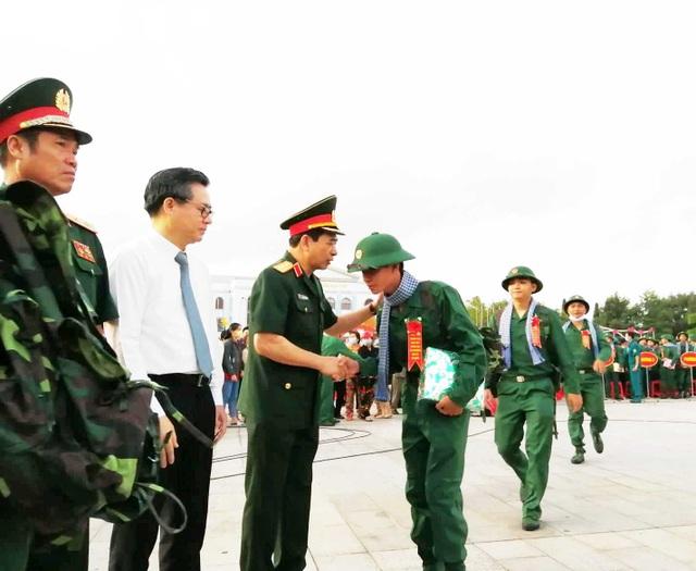 Tổng Tham mưu trưởng động viên tân binh lên đường nhập ngũ - 2