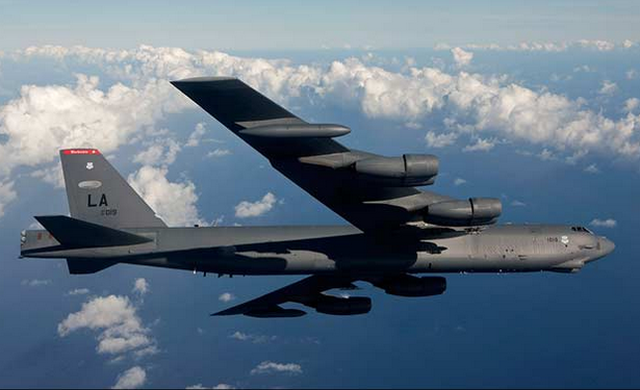 """Mỹ đưa """"pháo đài bay"""" B-52 qua eo biển Đài Loan - 1"""
