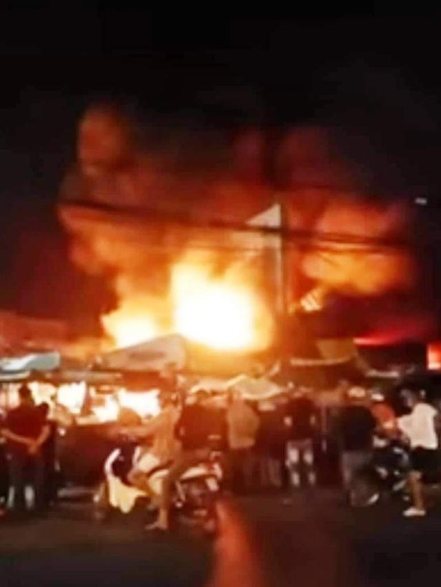 Cháy chợ ở Kiên Giang, 6 ki ốt bị thiêu rụi - 1