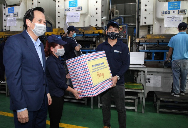 """Bộ trưởng Đào Ngọc Dung: """"Không để Covid-19 ảnh hưởng tới người lao động"""" - 4"""