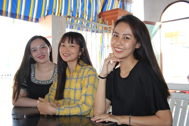 Những cô gái xinh đẹp gác bằng Đại học lên đường nhập ngũ - 3