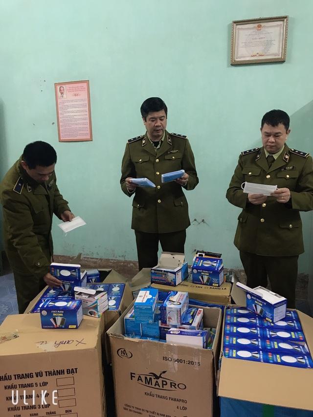 Thu giữ gần 150 nghìn khẩu trang y tế chuẩn bị xuất lậu sang Trung Quốc - 1
