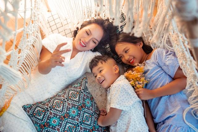 """Thái Thùy Linh: """"Tôi chưa bao giờ phải """"nhốt"""" con trong nhà lâu như thế"""" - 3"""