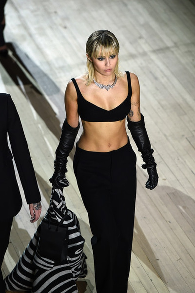 Miley Cyrus bất ngờ làm người mẫu - 2