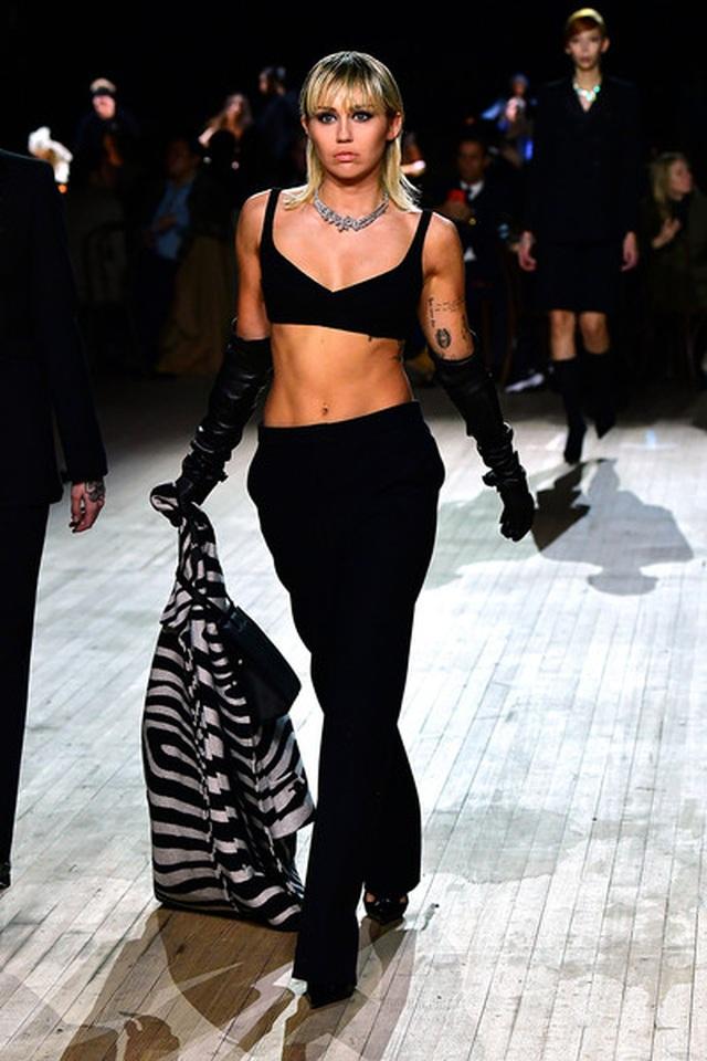 Miley Cyrus bất ngờ làm người mẫu - 6