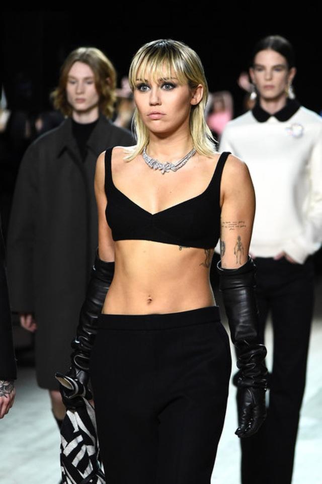 Miley Cyrus bất ngờ làm người mẫu - 3