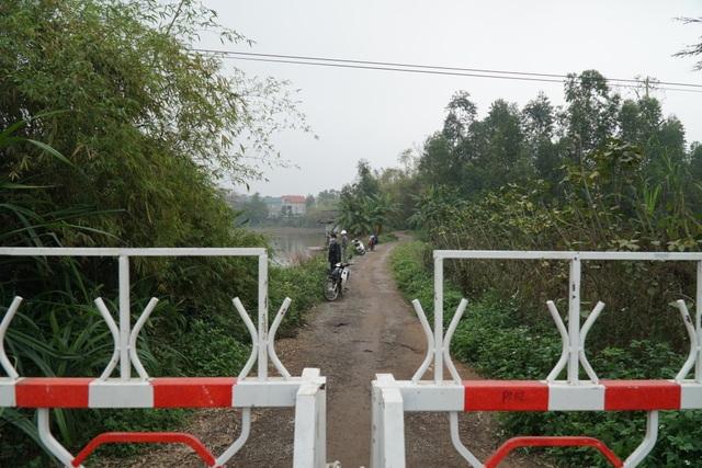 Lực lượng chức năng thực hiện phong tỏa, cách ly tại tâm dịch Sơn Lôi - 9