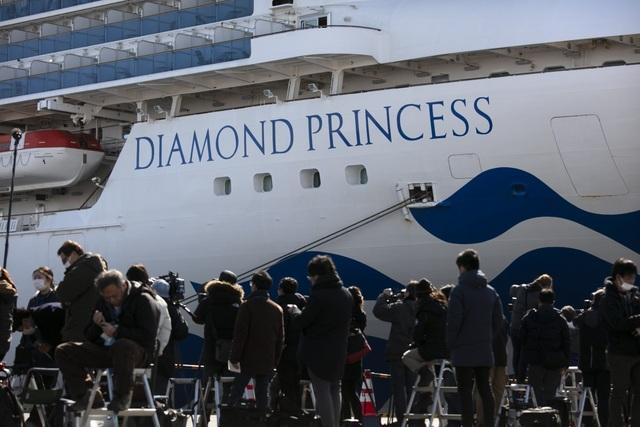 Số người nhiễm virus corona trên du thuyền ở Nhật Bản tăng lên 218 - 1
