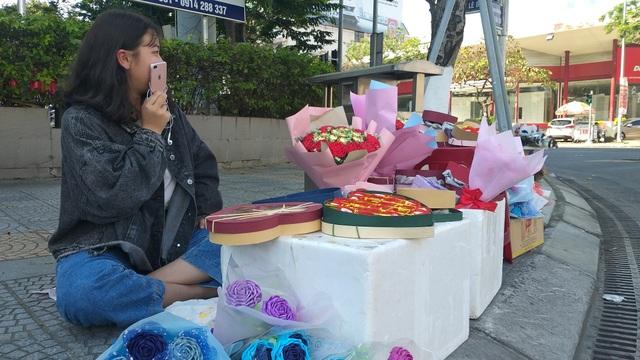 """Đà Nẵng: Hoa tươi, socola ế chỏng chơ"""" vì dịch virus corona - 2"""