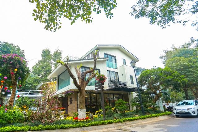 Cặp vợ chồng trẻ ở Hưng Yên bỏ phố, về quê làm biệt thự vườn đẹp hiếm có - 1