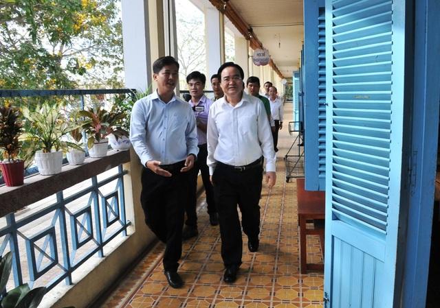 Bộ trưởng Phùng Xuân Nhạ: Chủ động trong chuyên môn, không lơ là chống dịch  - 1
