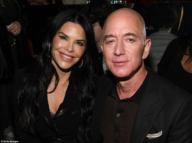 Tỷ phú Jeff Bezos vung 255 triệu USD mua 2 biệt thự đắt nhất Los Angeles - 1