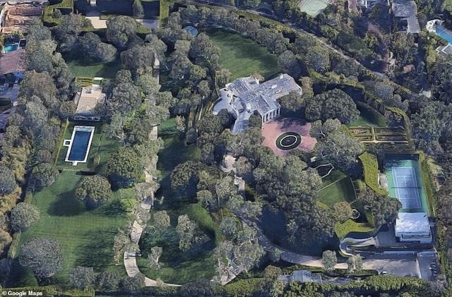 Tỷ phú Jeff Bezos vung 255 triệu USD mua 2 biệt thự đắt nhất Los Angeles - 2