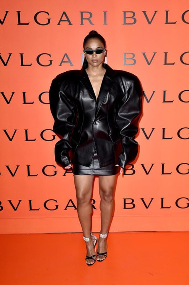 Zendaya Coleman bất ngờ mặc áo trễ nải - 6