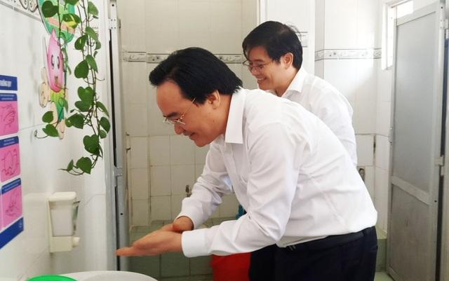 Bộ trưởng Phùng Xuân Nhạ: Chủ động trong chuyên môn, không lơ là chống dịch  - 5