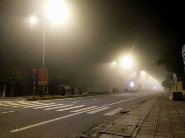 Cảnh báo tai nạn giao thông do sương mù dày đặc kéo dài - 8