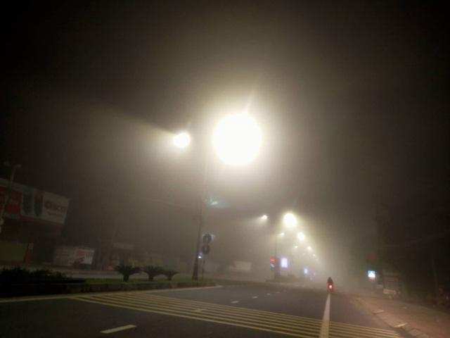 Cảnh báo tai nạn giao thông do sương mù dày đặc kéo dài - 3