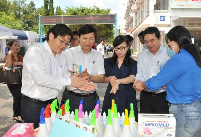 An Giang, Đồng Tháp, Vĩnh Long cho học sinh, sinh viên nghỉ đến hết tháng 2 - 1