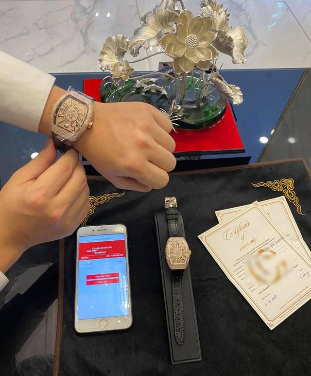 Đại gia mua đồng hồ dát kim cương hơn 1 tỷ đồng tặng bạn gái dịp Valentine - 2