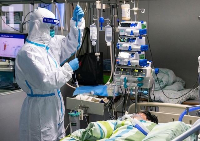 Bác sĩ Trung Quốc sẵn sàng chiến đấu với dịch corona cho tới phút cuối - 1