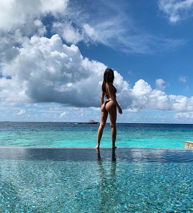 Emily Ratajkowski khoe dáng với bikini - 5