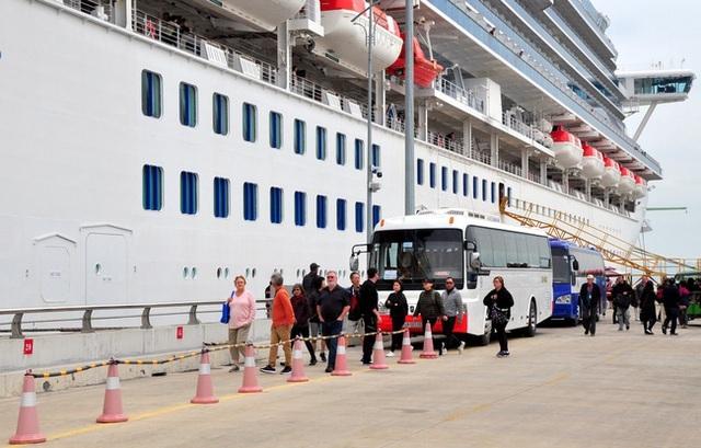 Sức khỏe HDV Việt Nam dẫn đoàn khách trên du thuyền Nhật Bản vẫn ổn định - 2
