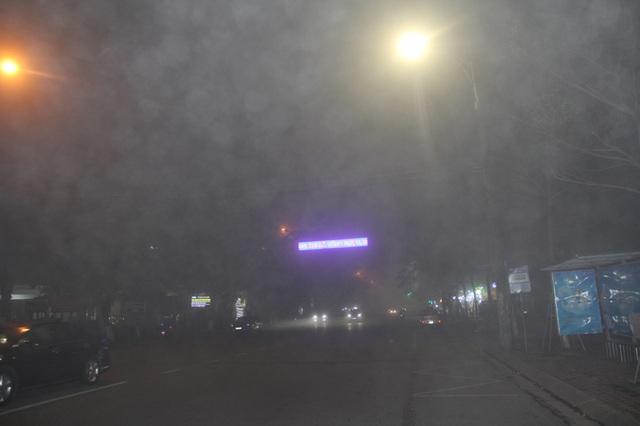 Cảnh báo tai nạn giao thông do sương mù dày đặc kéo dài - 1