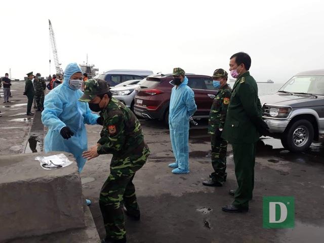 Cách ly 10 thuyền viên tàu hàng từ Hong Kong cập cảng Quảng Bình - 2