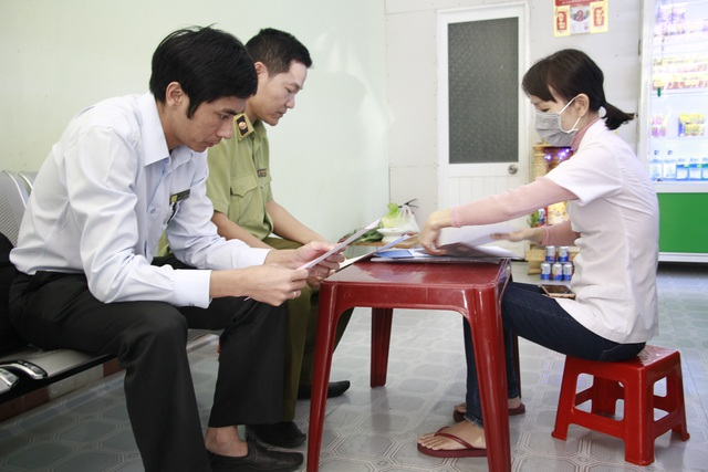 Đắk Lắk: Bán khẩu trang đắt gấp 4 lần, một công ty bị phạt 50 triệu đồng - 2