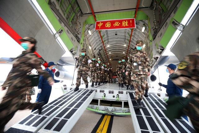 """Trung Quốc điều 11 máy bay quân sự chở hàng nghìn quân y """"giải cứu"""" Vũ Hán - 3"""