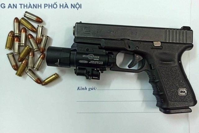 Hà Nội: 2 thanh niên giấu súng, đạn trong xế hộp hạng sang - 2