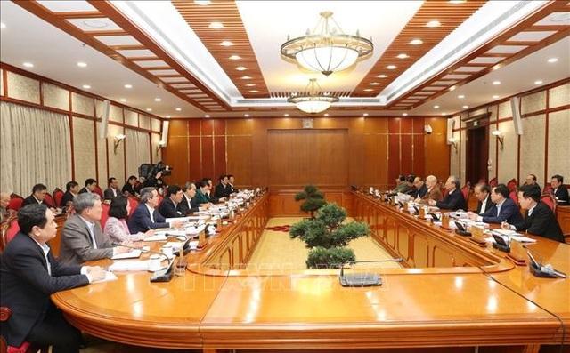 Bộ Chính trị cho ý kiến hoàn thiện dự thảo Văn kiện Đại hội XIII của Đảng - 1