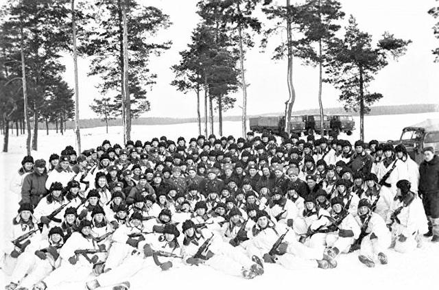 """""""Cha đẻ"""" lính dù Liên Xô giải giáp 3 sư đoàn Đức không tốn 1 viên đạn - 2"""