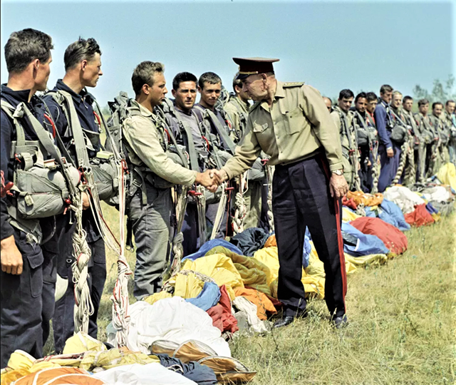 """""""Cha đẻ"""" lính dù Liên Xô giải giáp 3 sư đoàn Đức không tốn 1 viên đạn - 3"""