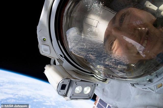 Ấm áp khoảnh khắc cún cưng đón nữ phi hành gia trở về sau 328 ngày xa cách - 3