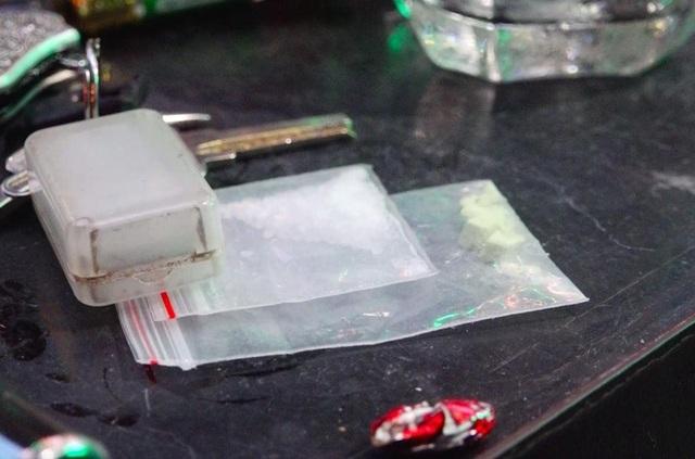 Đột kích quán bar lớn nhất Đà Lạt, phát hiện hơn 90 thanh niên phê ma tuý - 2