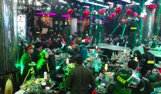Đột kích quán bar lớn nhất Đà Lạt, phát hiện hơn 90 thanh niên phê ma tuý - 1
