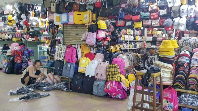 Đà Nẵng: Dân sợ không đi chợ, hàng quán ngồi chơi vì bão dịch corona - 3