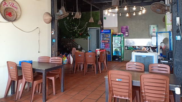 Đà Nẵng: Dân sợ không đi chợ, hàng quán ngồi chơi vì bão dịch corona - 2