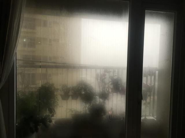 Dân chung cư Hà Nội méo mặt chống chọi với trời nồm ẩm giữa mùa dịch - 1