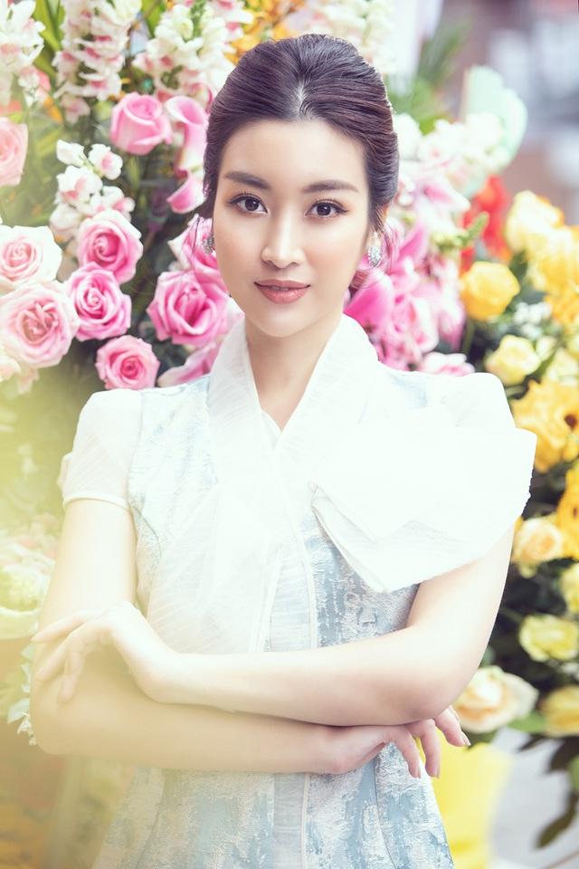 U40 Lệ Quyên đọ sắc cùng hoa hậu Đỗ Mỹ Linh, Lương Thùy Linh - 6
