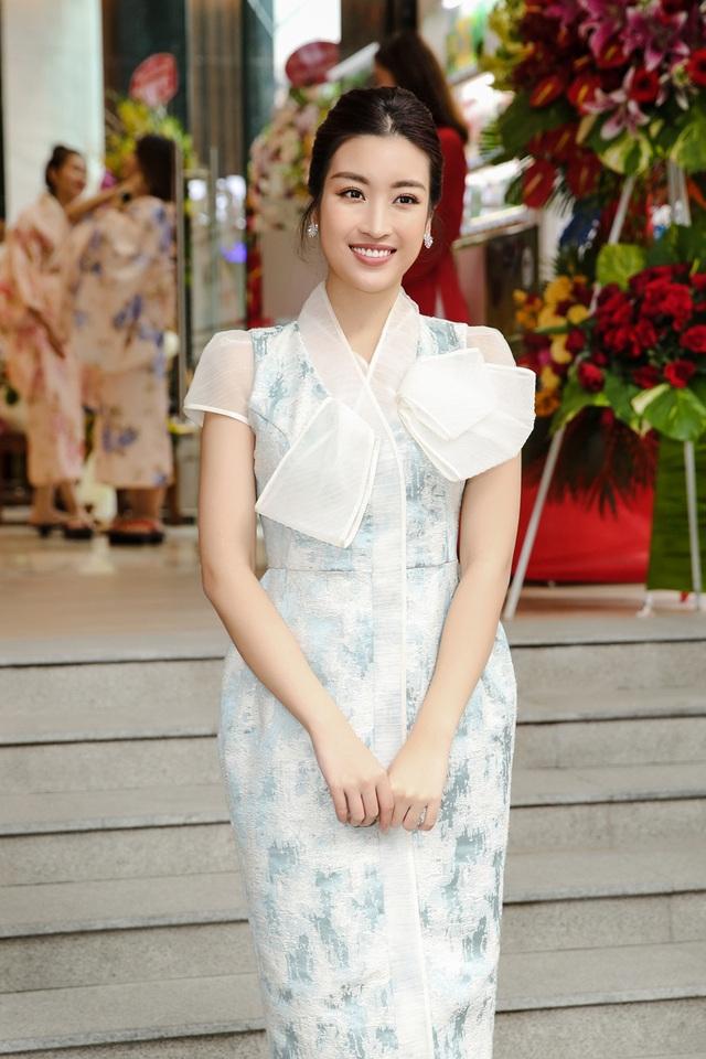 U40 Lệ Quyên đọ sắc cùng hoa hậu Đỗ Mỹ Linh, Lương Thùy Linh - 5