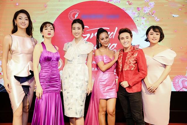 U40 Lệ Quyên đọ sắc cùng hoa hậu Đỗ Mỹ Linh, Lương Thùy Linh - 1