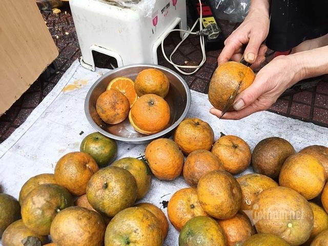 Ngày vắt 5 tạ cam, dân vỉa hè kiếm tiền triệu mùa dịch Covid-19 - 3