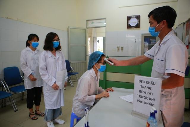 Sản xuất 500 lít nước rửa tay hỗ trợ người dân vùng tâm dịch Sơn Lôi - 11