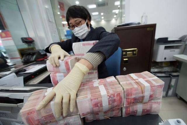 """Trung Quốc """"cách ly"""" tiền cũ, phát hành khẩn cấp tiền mới vì virus corona - 1"""