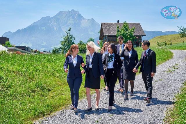 Khoá học hè Thuỵ Sĩ siêu rẻ và học bổng đại học ngành Du lịch khách sạn - 1