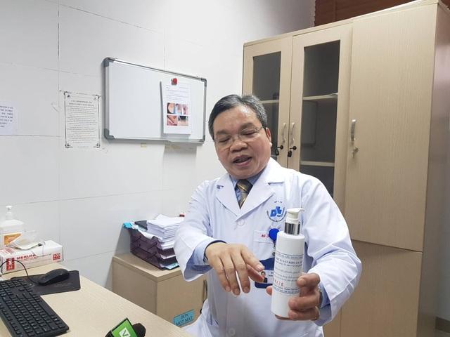 Chuyên gia cảnh báo nước sát khuẩn giả gây viêm da, vô tác dụng với corona - 1