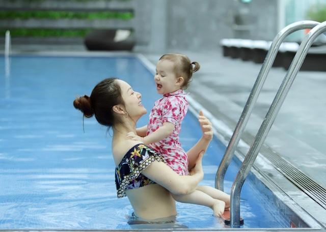 Lan Phương gây tranh cãi vì đưa con gái đi bơi giữa dịch corona - 3